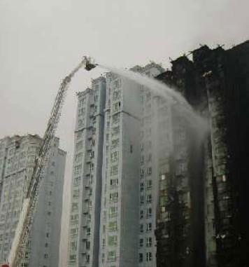 乌鲁木齐一在建高楼外墙保温材料起火