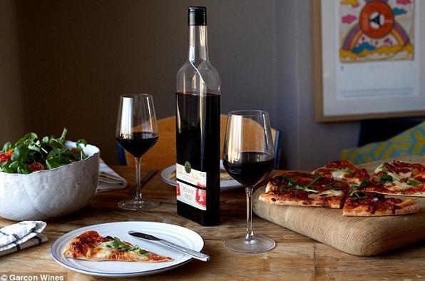 英国推出扁平硬质塑料红酒瓶 更便于邮寄