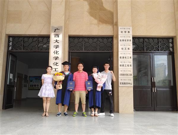 热烈祝贺李世宁、闭丽萍两位同学毕