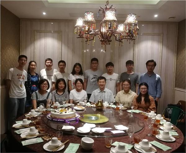 课题组成员一起共祝2018年教师节快