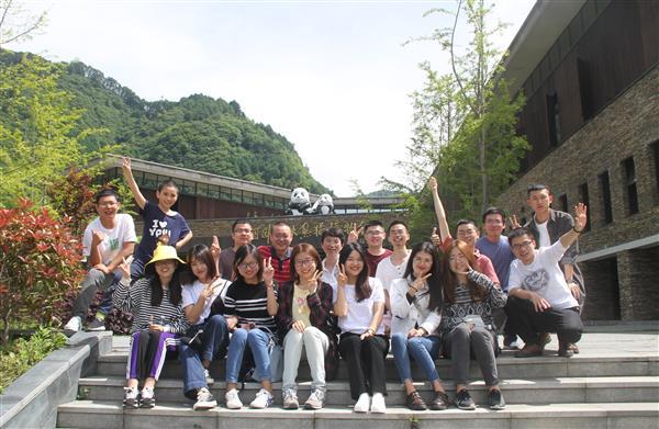 课题组师生2019年毕业旅行(卧龙大