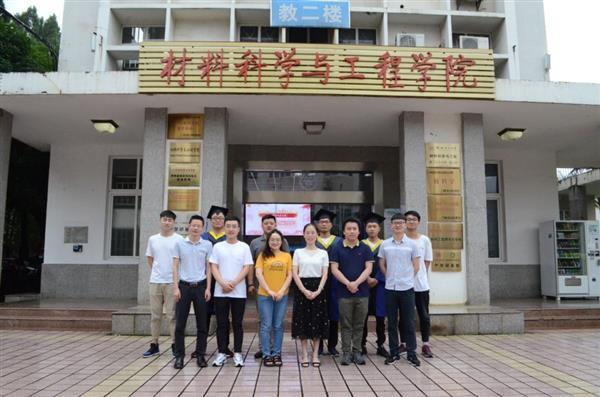 热烈祝贺朱广彬和李前进同学毕业